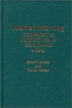 Women Working : Comparative Perspectives in Developing Areas - Alma Junsay