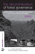 The Decentralization of Forest Governance : Politics, Economics and the Fight for Control of Forests in Indonesian Borneo - Moira Moeliono