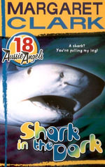 Aussie Angels 18 : Shark in the Dark - Margaret Clark