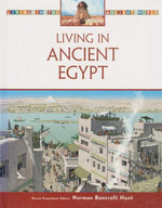 Living in Ancient Egypt : Living in the Ancient World