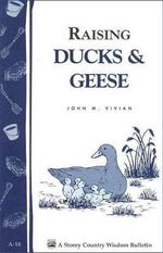 Raising Ducks and Geese : Storey's Country Wisdom Bulletin A-18 - John Vivian