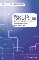 Delighting Your Customers : Delivering Excellent Customer Service...without Breaking the Bank - Avril Owton
