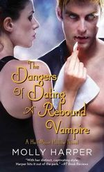 The Dangers of Dating a Rebound Vampire : Half-Moon Hollow - Molly Harper