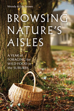 Browsing Nature's Aisles : A Year of Foraging for Wild Food in the Suburbs - Wendy Brown