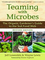 Teaming with Microbes : The Organic Gardener's Guide to the Soil Food Web, Revised Edition - Jeff Lowenfels