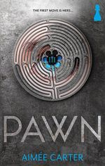 Pawn : The first move is hers... - Aimee Carter