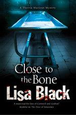 Close to the Bone : A Theresa MacLean forensic mystery - Lisa Black
