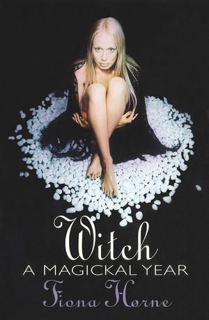 Witch : A Magickal Year - Fiona Horne
